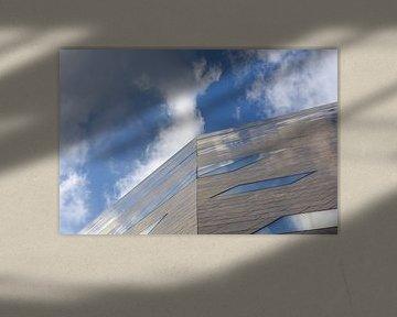 Groninger Forum bij wolkenlucht
