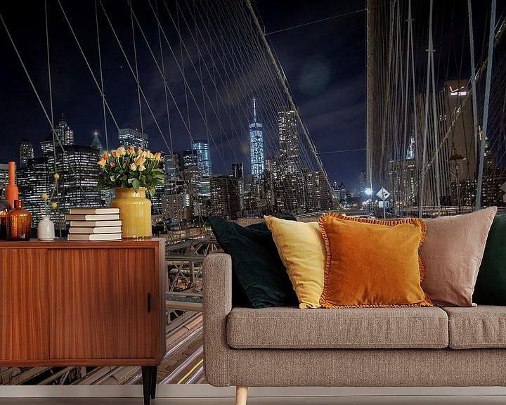 Sfeerimpressie behang: Brug bij Brooklyn, New York, 's nachts met lange sluitertijd van Atelier Liesjes