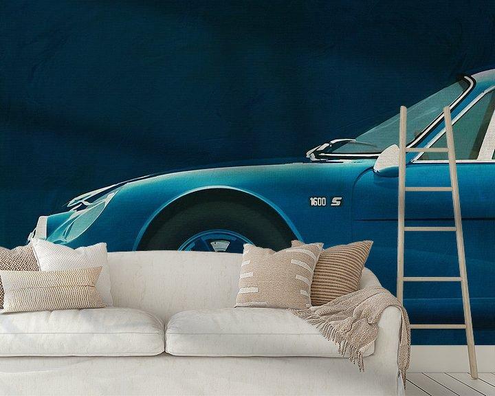 Sfeerimpressie behang: Alpine Renault 1600-S 1973 Zijdelingse voorkant van Jan Keteleer
