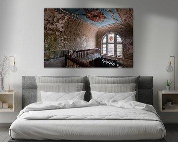 Verlassene Villa mit Glasmalerei. von Roman Robroek