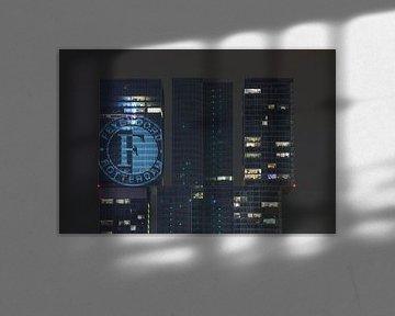 Feyenoord-logo projectie op gebouw De Rotterdam in Rotterdam