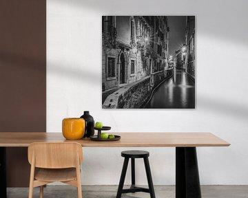 Italië in vierkant zwart wit, Venetië in de avond II van Teun Ruijters