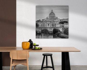 Italië in vierkant zwart wit, Rome - Sint Pietersbasiliek van Teun Ruijters