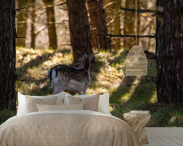 Sfeerimpressie behang: Herten in het Bos van Brian Morgan