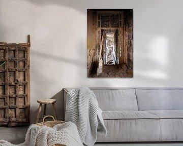 Verlassener Korridor im Verfall. von Roman Robroek