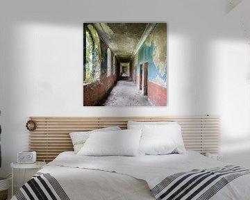 Korridor im verlassenen Kurort. von Roman Robroek