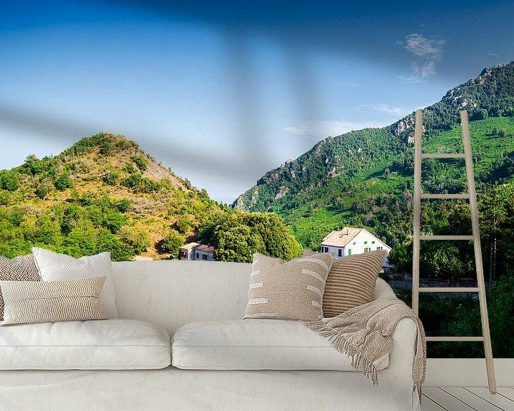 Sfeerimpressie behang: Huis in Corsicaanse bergen van Youri Mahieu