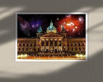 Deutsche Stadt Leipzig bei Nacht mit Feuerwerk