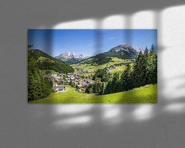 Village de montagne en été sur Coen Weesjes