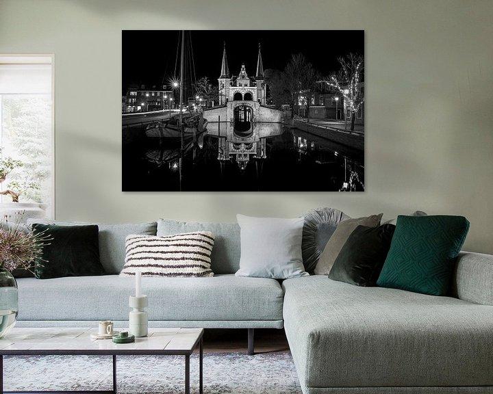 Sfeerimpressie: Zwartwit foto van de Waterpoort in Sneek van Fotografiecor .nl