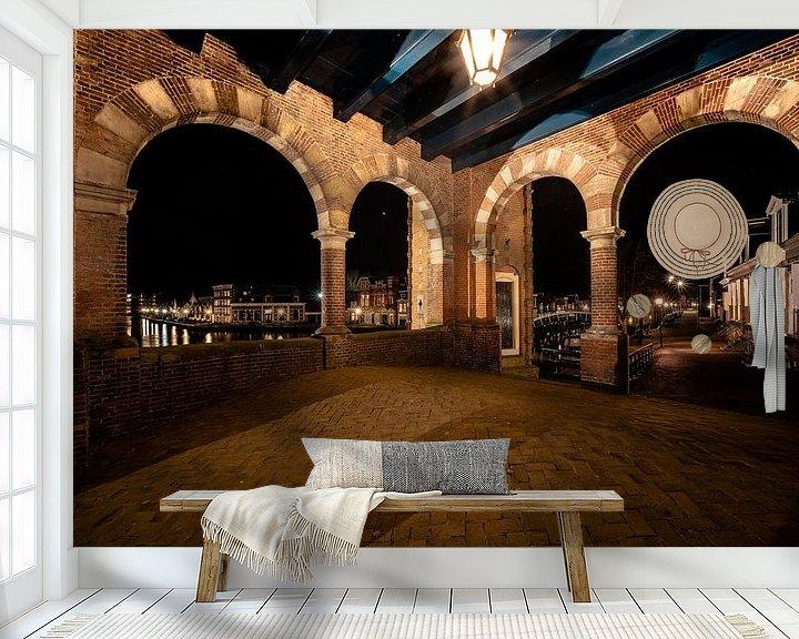 Sfeerimpressie behang: Doorkijk op Sneek vanuit de Waterpoort van Fotografiecor .nl