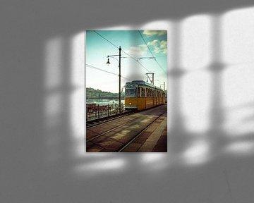 Historische gele Tram 2 door Boedapest, Hongarije van ElkeS Fotografie