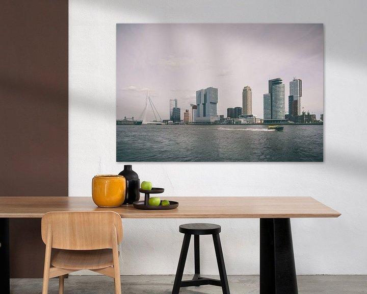 Sfeerimpressie: Skyline Rotterdam met watertaxi van Paul Jespers