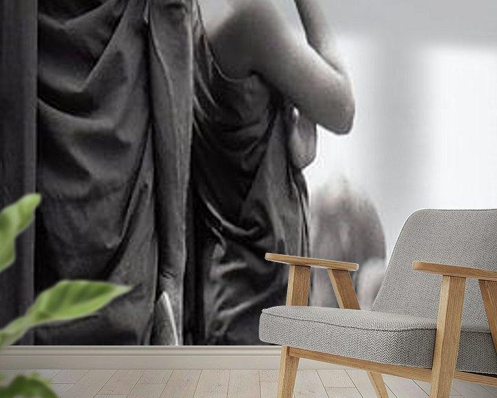 Sfeerimpressie behang: Paneel 2 van tweeluik Monnikken kijken toe hoe jonge olifanten gewassen worden (Paneel 2 van een twe van Affect Fotografie