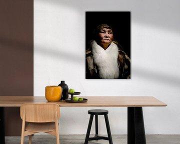 Portret van Nenet vrouw   Fotografie, portretfotografie, reisfotografie van Milene van Arendonk