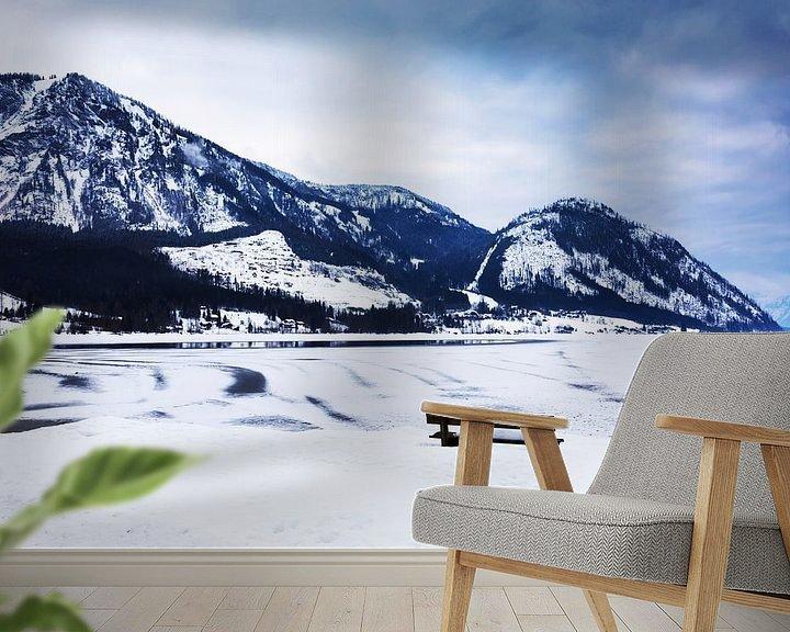 Sfeerimpressie behang: Winterlandschap aan de Traunsee in Oostenrijk van Frank Herrmann