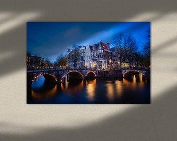 Amsterdam by night van Frank Verburg