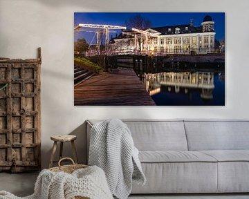 Vue nocturne du pont Abel Tasman et de la monnaie nationale à Utrecht