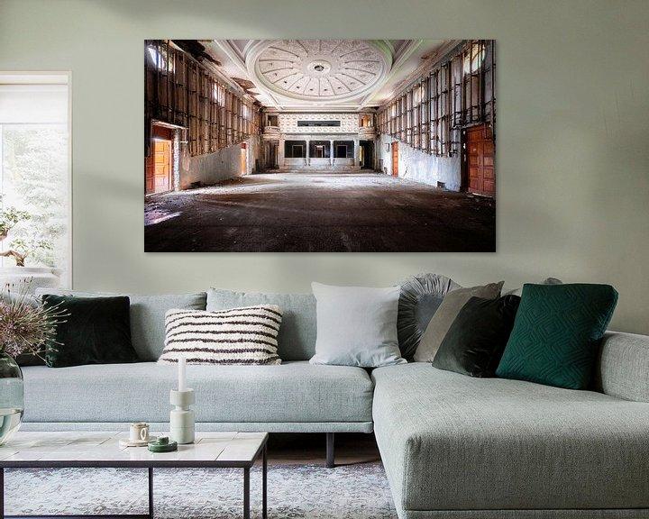 Beispiel: Großes verlassenes Theater. von Roman Robroek