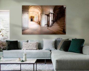 Treppe im Verlassenen Korridor. von Roman Robroek