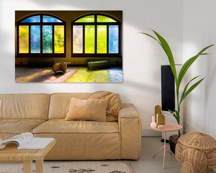 Beispiel: Farbige Fenster im verlassenen Hotel. von Roman Robroek