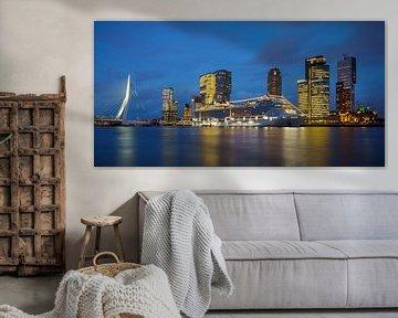 Rotterdam: Kop van Zuid met Cruiseschip van Mark De Rooij