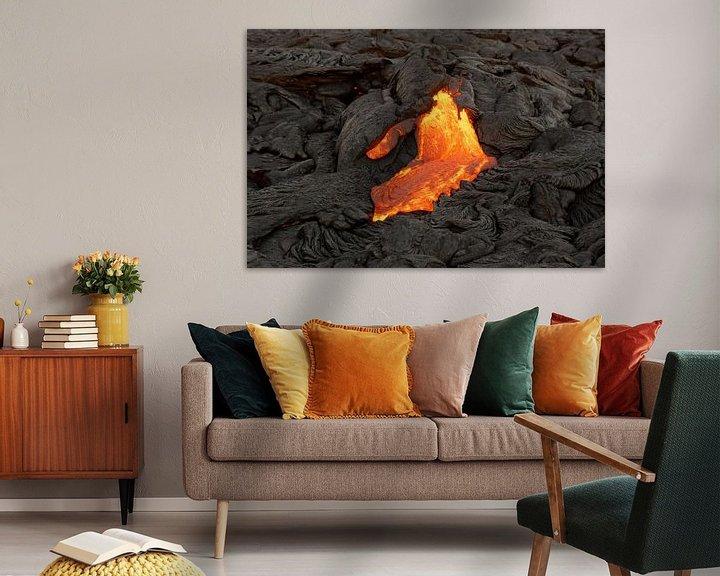Beispiel: Lava fließt aus einer Erdspalte von Ralf Lehmann