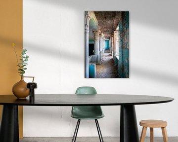 Verlassener Blauer Korridor. von Roman Robroek