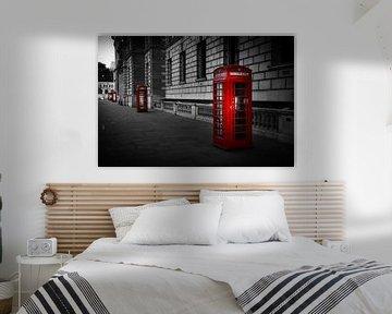 Noir et blanc : rangée de cabines téléphoniques rouges à Londres sur Rene Siebring