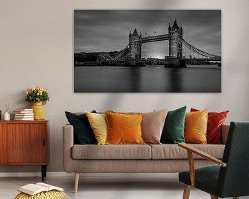 Zwart-Wit: zonsopkomst bij de Tower Bridge van Rene Siebring