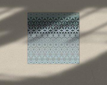abstracte kleurrijke geometrische achtergrond met artistieke elementen als penseelstreek en acryltex van Ariadna de Raadt-Goldberg