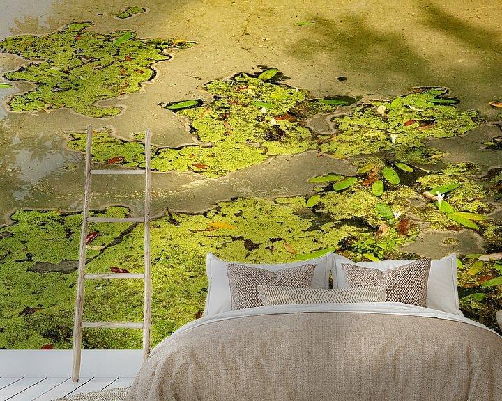 Sfeerimpressie behang: Abstract in groen van Anneke Hooijer