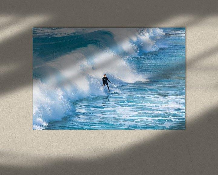 Sfeerimpressie: Surfer in de golven. van Anneke Hooijer