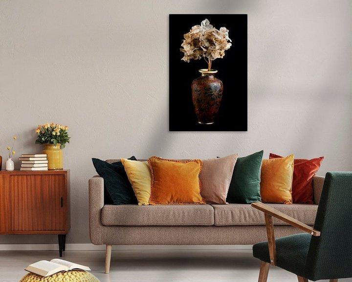 Beispiel: Getrocknete Blumen in einer braunen Vase von Atelier Liesjes