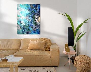 Modernes, abstraktes digitales Kunstwerk in Blau, Grau, Schwarz von Art By Dominic