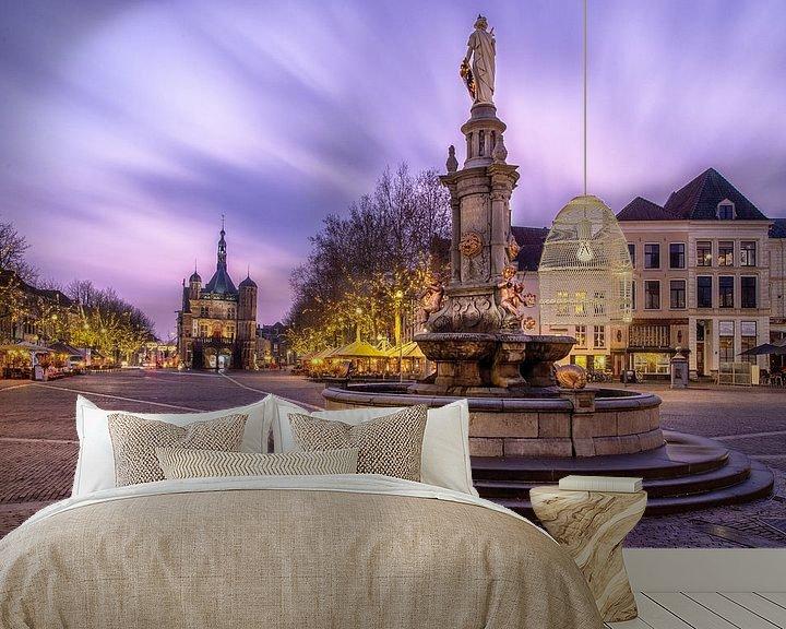 Sfeerimpressie behang: Plein De Brink in Deventer met museum De Waag en fontein van VOSbeeld fotografie
