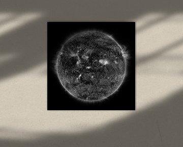 Merkur bewegt sich schwarz-weiß über die Sonne hinaus