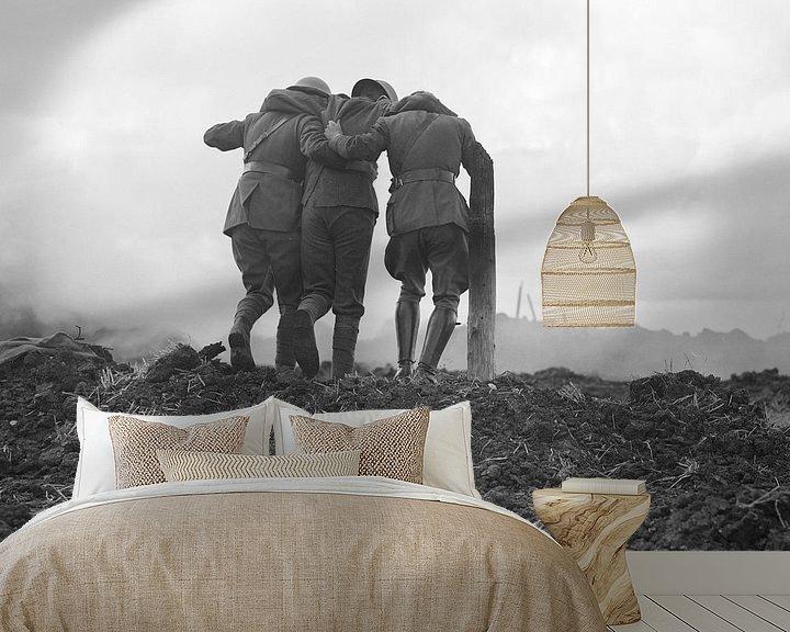 Beispiel fototapete: Männer verlassen das Schlachtfeld im Ersten Weltkrieg von Atelier Liesjes