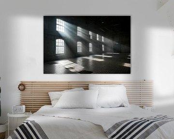 Zonlicht schijnt door de ramen van Edsard Keuning