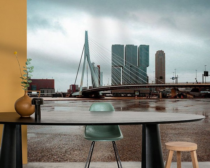 Sfeerimpressie behang: Erasmusbrug Rotterdam van Thijs van Beusekom