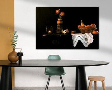 Stilleben mit Blumen und Früchten im Retro-Stil. von Therese Brals