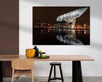 Antwerpener Hafenhaus bei Nacht von Atelier Liesjes
