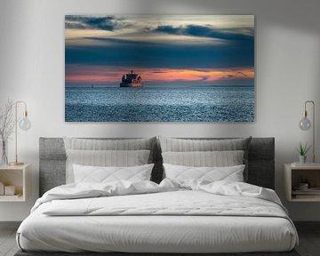 Veerboot bij zonsondergang van Steffen Peters