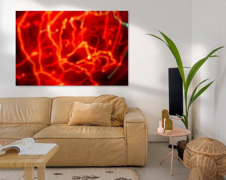 Sfeerimpressie: Abstract bewegend kaarslicht in het rood van Mario Verkerk