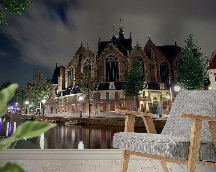 Sfeerimpressie behang: Oude Kerk bij nacht van Edwin Butter