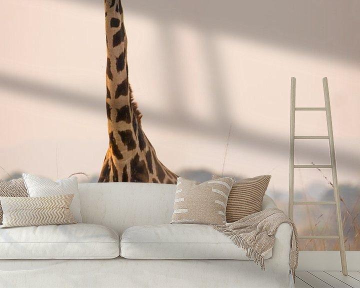 Sfeerimpressie behang: Giraffe langs de Nijl van Dennis Van Den Elzen