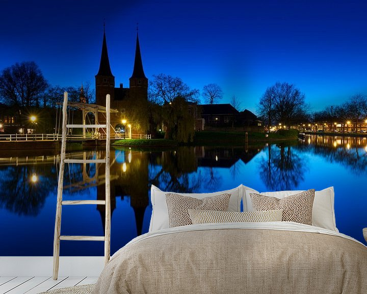 Sfeerimpressie behang: De Oostpoort te Delft van Marc de IJk