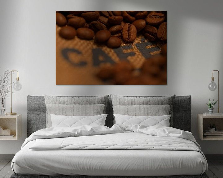 Sfeerimpressie: Gebranden koffiebonen op een jute zak van Kim Willems