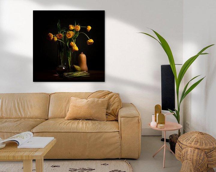 Beispiel: Stilleben gelbe Tulpen und Linsenkugel von Coby Bergsma