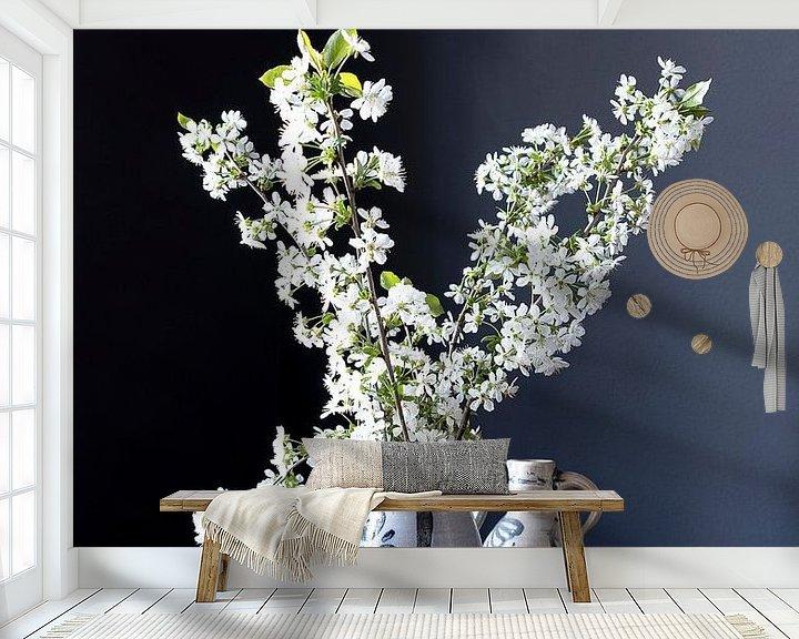 Sfeerimpressie behang: Stilleven met kersenbloesem op hout van Affect Fotografie
